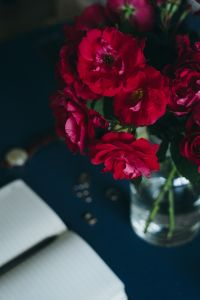 Kaboompics - Lovely workplace with red roses