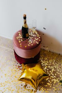 Kaboompics - New Year's Eve - Gold balloon, confetti, bottle of champagne