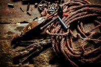 Kaboompics - Old rope with rusty tools