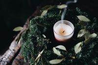 Kaboompics - Candle and wreath
