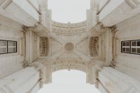 Kaboompics - Looking up at the iconic Augusta Street Triumphal Arch, Lisbon, Portugal