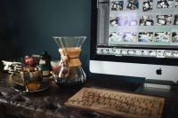 Kaboompics - Cup of coffee, Chemex, keyboard, iMac computer