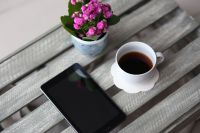 Kaboompics - Little pink flowers with a coffee and a smartphone