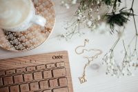 Kaboompics - Wooden keyboard, coffee and golden jewellery