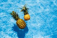 Kaboompics - Pineapple in a swimming pool