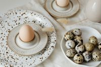 Kaboompics - Beige Easter table setting - quail eggs - neutral colors - natural eggs