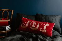 Kaboompics - Christmas gifts on black linen bedding
